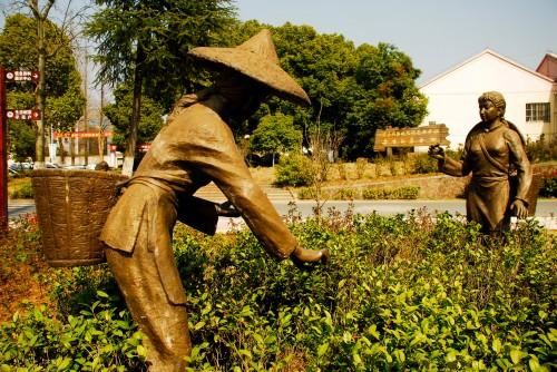 estatuas colhedoras de cha peq
